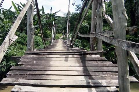 Warga Desa Banua Sibohou di Nias Utara Terancam Terisolir