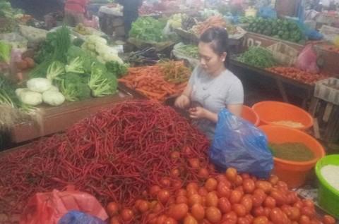 Harga Cabai Turun, Konsumen Langsung Borong
