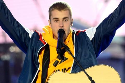 Justin Bieber Menangis Saat Tampil di Konser One Love Manchester