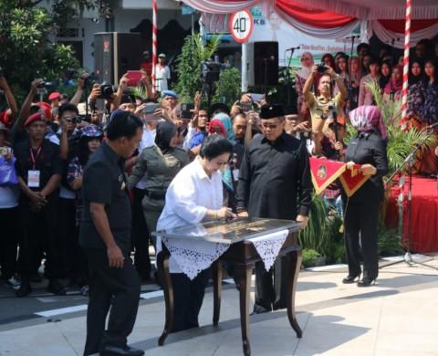 Megawati Resmikan Patung Bung Karno di Blitar
