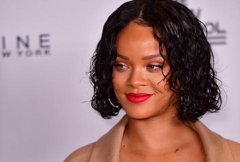 Rihanna Mengajar Matematika di Malawi