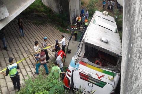 Bus Tergelincir di Tol Tangerang-Merak, 2 Orang Tewas
