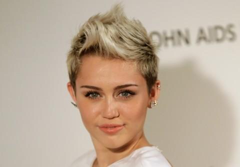 Miley Cyrus Ungkap Alasan Berhenti Mengisap Ganja