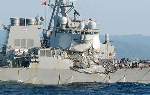 Komandan Kapal Perang AS Turut Terluka saat Tabrakan Kapal