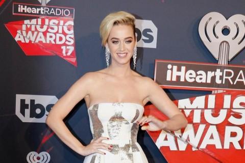 Katy Perry Jadi Orang Pertama dengan 100 Juta Pengikut di Twitter