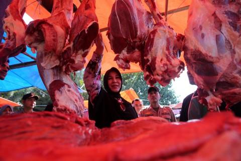 Lebaran, Bulog Riau Jual 11,5 Ton Daging Kerbau Beku Impor