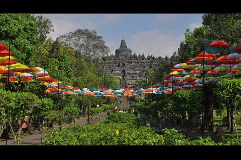 Payung Warna-warni Percantik Candi Borobudur