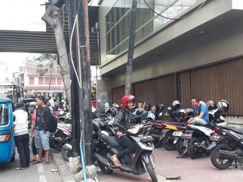 Berharap Kesadaran Masyarakat tak Tergoda Parkir Liar di Pasar Tanah Abang