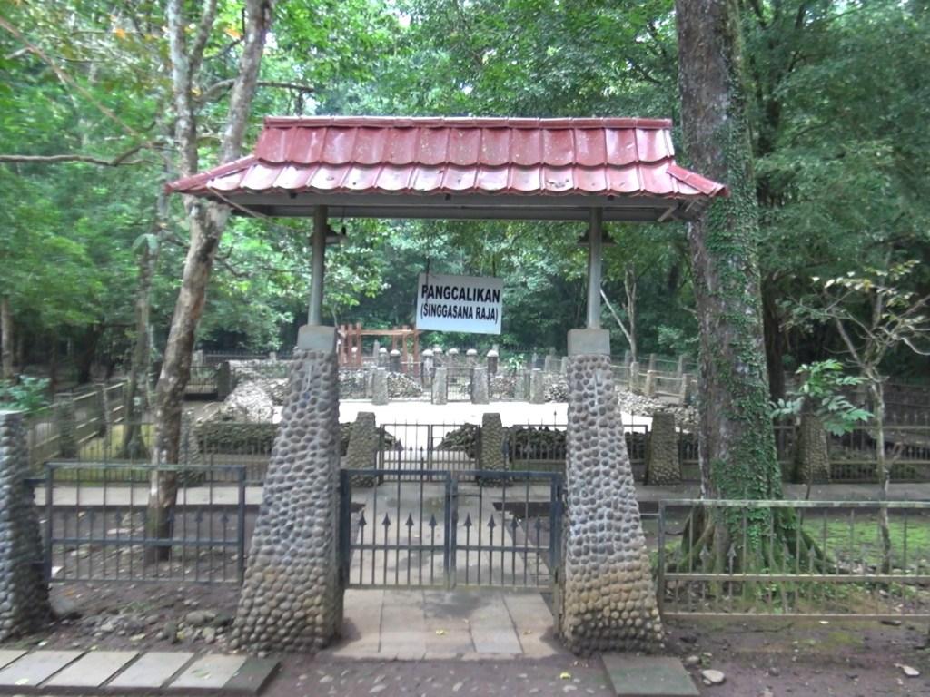 Situs Pangcalikan, formasi batu bertingkat yang menjadi singgasana Raja Galuh. (Foto: MTVN/Surya Perkasa).