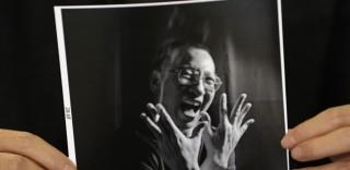 Sakit, Peraih Hadiah Nobel China Dibebaskan Bersyarat