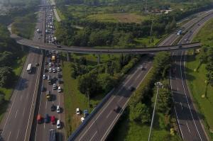 Urai Kemacetan, <i>Contra Flow</i> Diberlakukan di Tol Jakarta-Cikampek