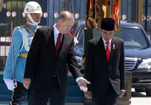 Tiba di Ankara, Jokowi Disambut Erdogan