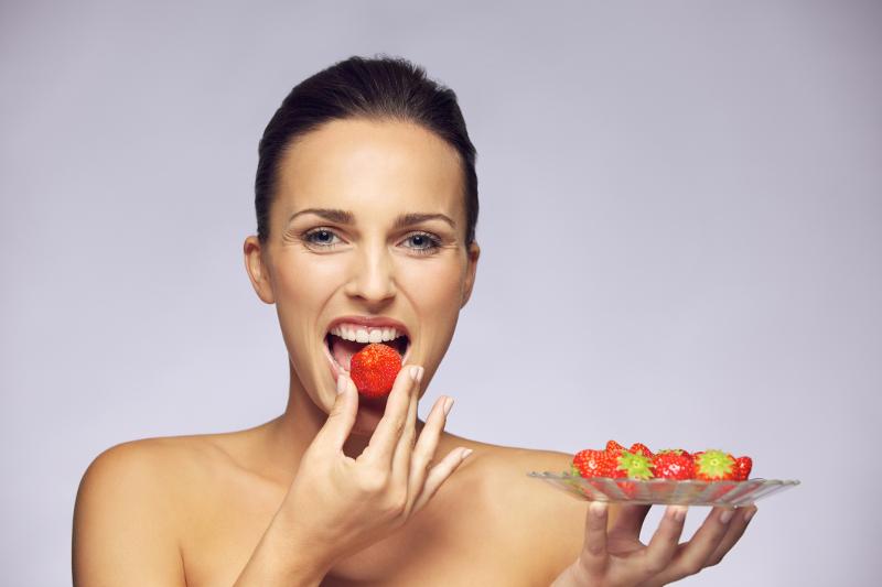 Para ahli menyatakan bahwa sebaiknya makan buah dilakukan pada pagi hari (Foto:Youne.com)