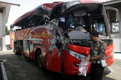 Tabrakan Bus dan Truk di Probolinggo, 10 Tewas