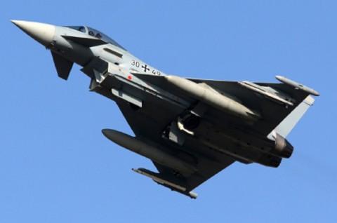Dua Jet Tempur Jerman Bantu Pesawat Korea Mendarat Darurat