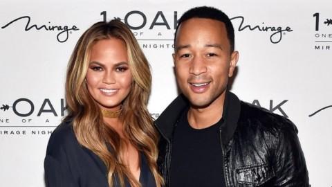 Begini Penampilan John Legend dan Istri dengan Busana Adat Bali