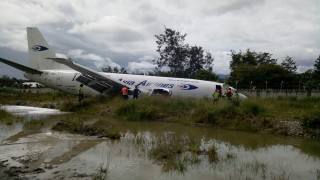 Runway Bandara Wamena Masih Ditutup