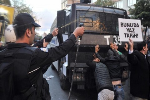Pengadilan Turki Perintahkan Penangkapan Enam Aktivis HAM