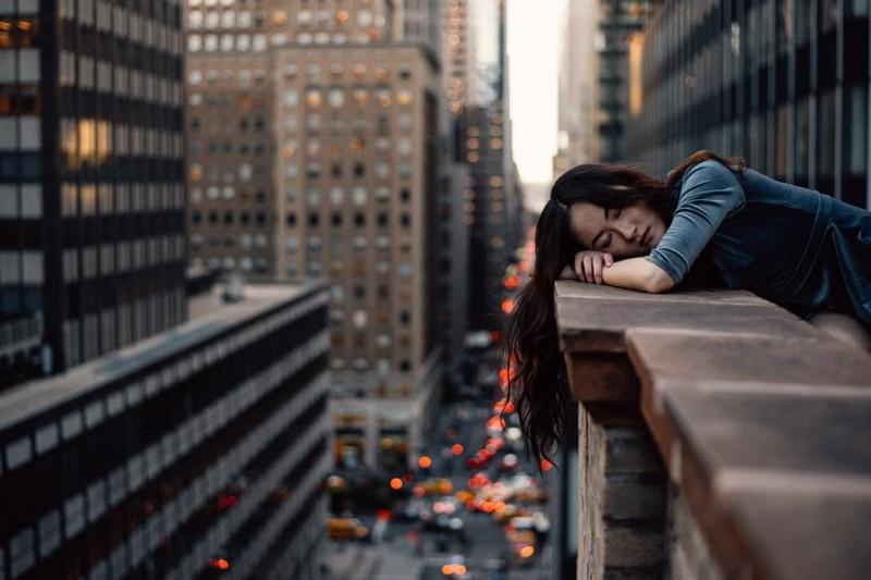 Orang obesitas biasanya mengidap obstructive sleep apnea (OSA) dimana mereka bisa berhenti bernapas sesaat saat tidur. (Foto: Hernan Sanchez/Unsplash.com)