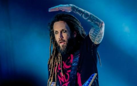 Gitaris Korn Sebut Chester Bennington Pengecut