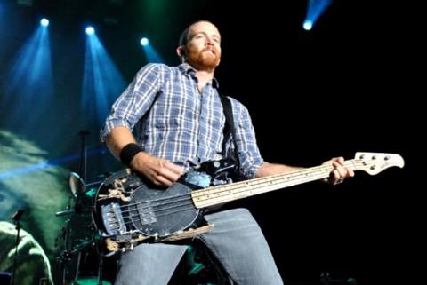 Bassist Linkin Park Sebut Chester Bennington Musisi yang Jujur