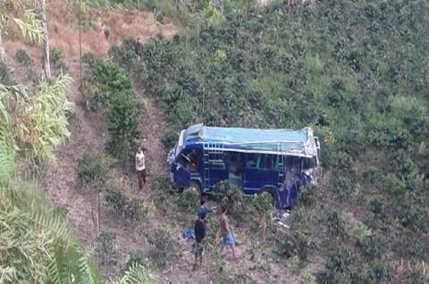 Bus Berpenumpang Puluhan Pelajar Masuk Jurang, Tiga Orang Tewas