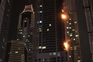 Kebakaran Landa Gedung Pencakar Langit di Dubai