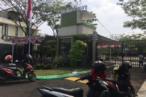 Sebuah Rumah Kontrakan di Tangerang Selatan Didatangi Polisi Bersenjata