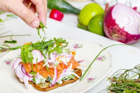 Makan Salmon dan Bayam Secara Rutin untuk Turunkan Kolesterol Tinggi