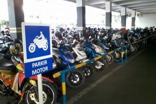 Parkir Motor di Kantong Parkir Tetap Mahal