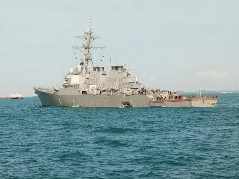 TNI AL Sisir Pulau-pulau Kepri Cari 10 Awak Kapal AS