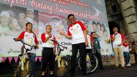 Hari Anak Nasional, Djarot Bagi-bagi Sepeda
