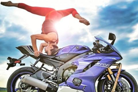 Yoga di Atas Motor Kini jadi Tren Baru