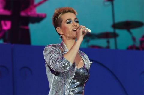 Alami Insiden hingga Diamputasi, Kru Panggung Gugat Katy Perry