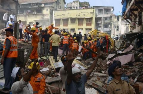 Gedung Roboh di Mumbai, 7 Tewas dan 40 Lainnya Terjebak