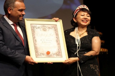 Dubes Wening Terima Penghargaan atas Kerja Sama Sister Province