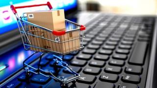 Survei: Pria Lebih Suka Belanja Online Dibanding Wanita