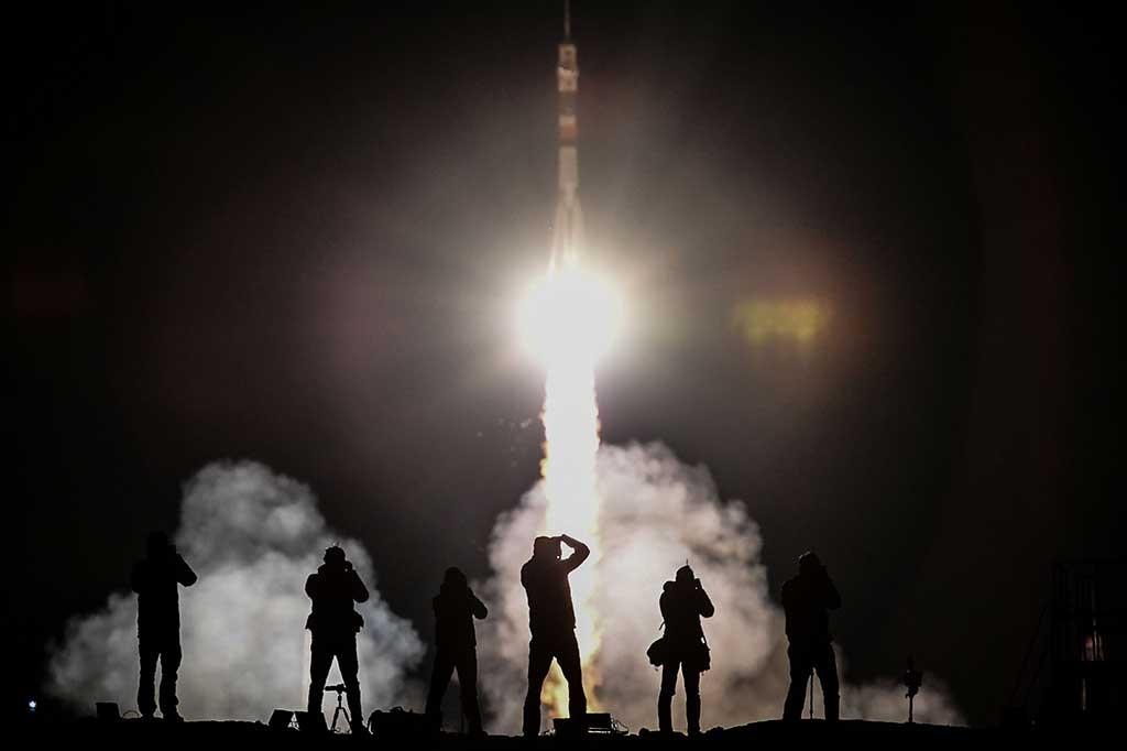 Soyuz Bawa Tiga Astronot ke Luar Angkasa