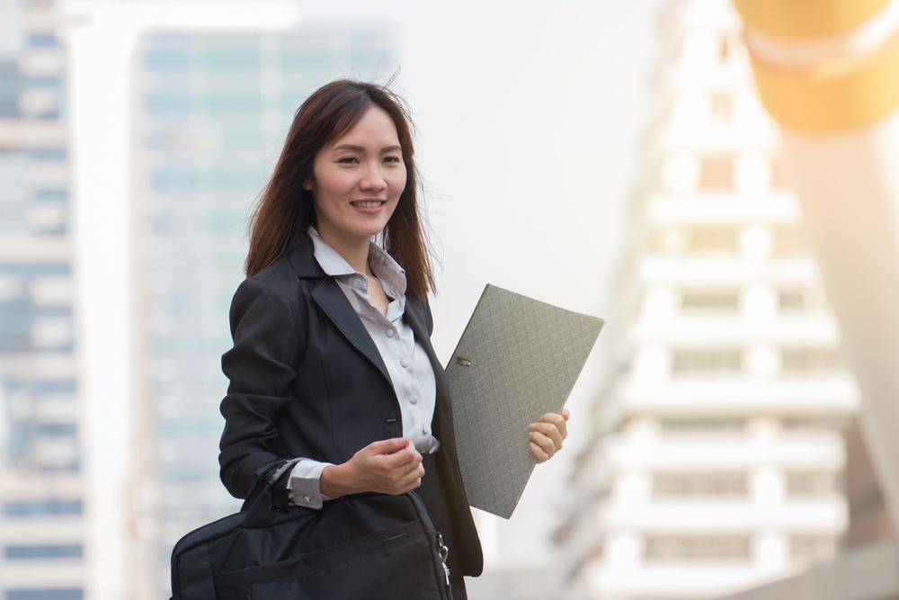 Wanita karier dan mandiri perlu mendapatkan perlindungan kesehatan dan melakukan investasi masa depan (Foto:Shutterstock)