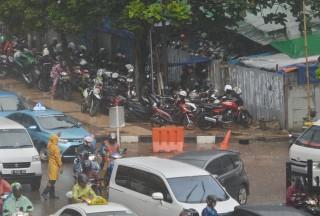 Polisi Tangkap Lima Juru Parkir Liar di Kawasan SUGBK