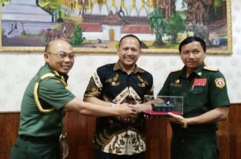 Laos Tertarik untuk kembali Beli Senjata Pindad