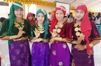 Siswi Tuna Rungu Bawakan Tari Kakavu di Pekan Budaya Indonesia di Palu