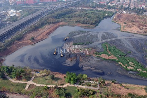 Antisipasi Banjir, Waduk Ria Rio Dikeruk