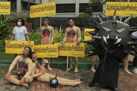 Aktivis Greenpeace Kampanyekan Jakarta Bebas Polusi
