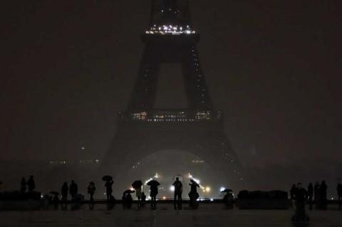 Berkabung, Lampu Menara Eiffel Dimatikan
