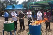 Ribuan Makanan dan Obat-obatan Ilegal Dimusnahkan di Pontianak