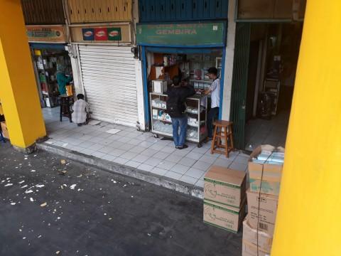 Butuh Pemasukan, Apotek Rakyat di Pasar Pramuka Buka Lagi