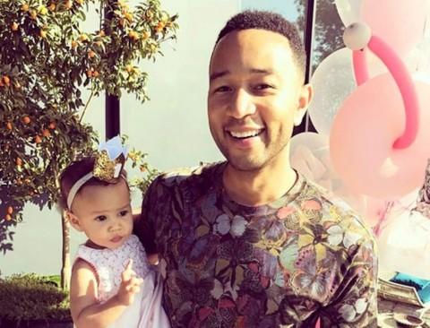 Lihat Kemiripan John Legend Kecil dengan Putrinya