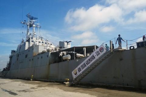 KRI Teluk Gilimanuk Bersandar di Pelabuhan Dwikora