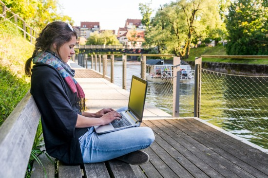 Mengapa Generasi Milenial tak Bisa Lepas dari Laptop?